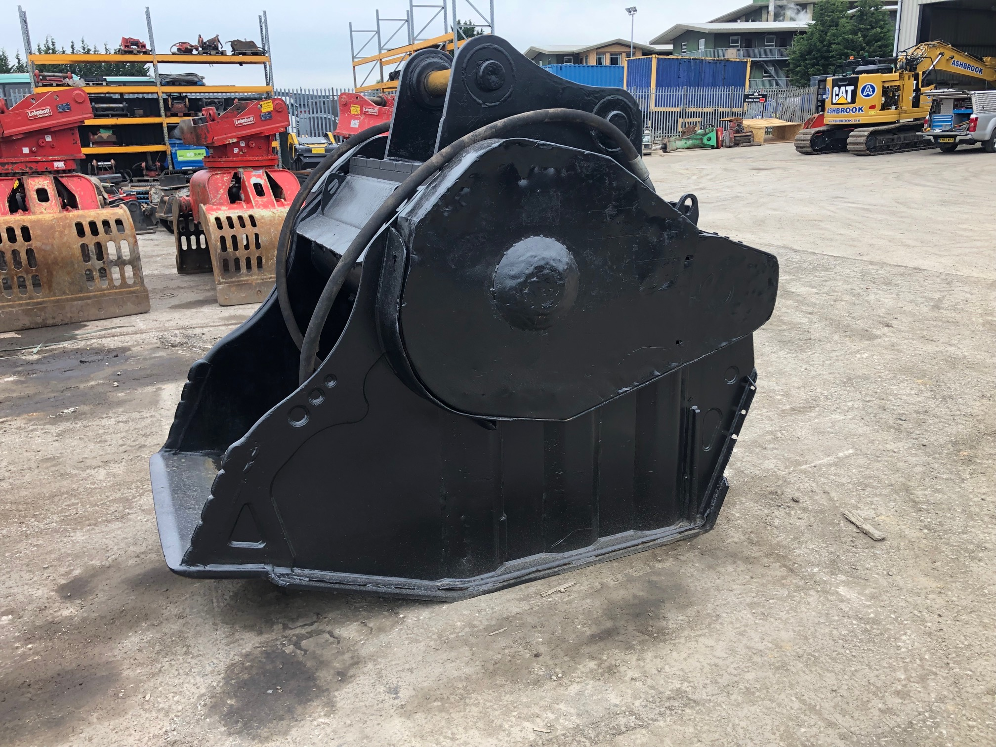 Used MB BF90 Crushing Bucket